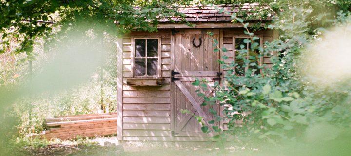 Quelle porte choisir pour son abri design?